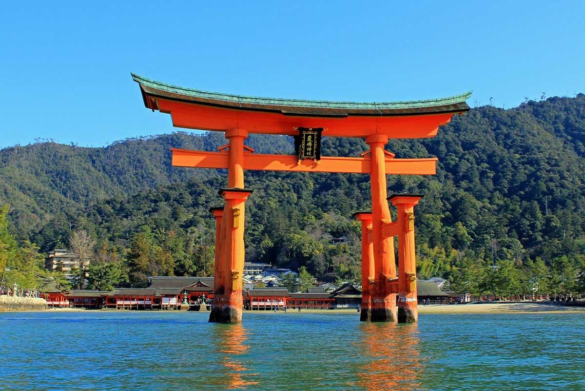 Le torii du sanctuaire d'Itsukushima à Miyajima