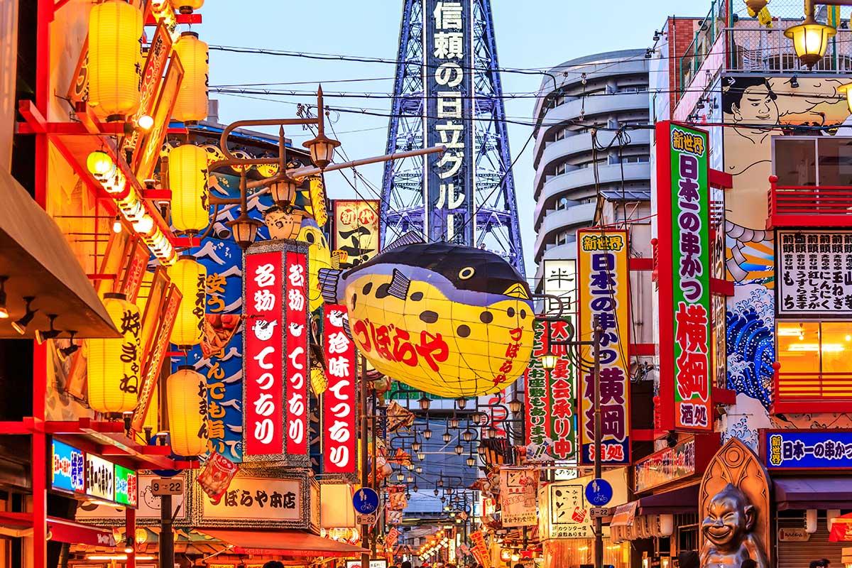 Ambiance animée et commerçante à Osaka