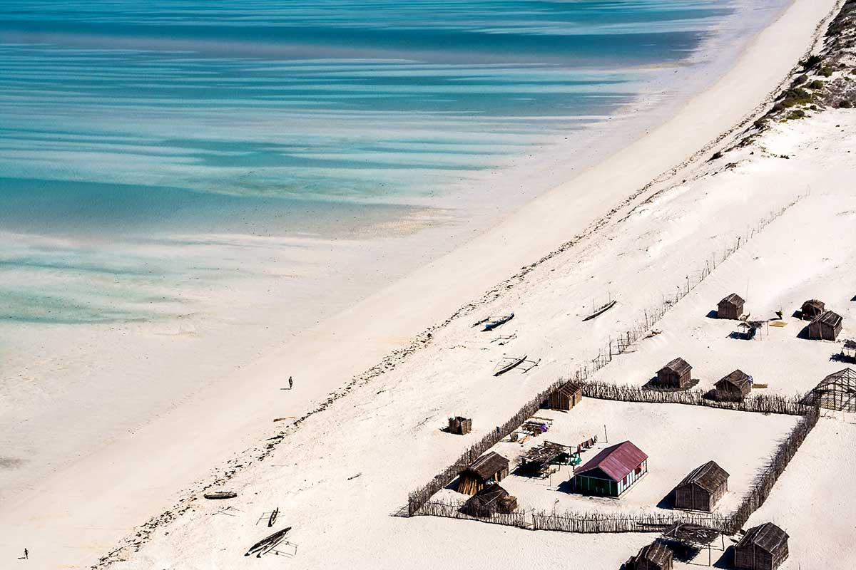 Madagascar - Circuit Rivière Tsiribihina, Grands Tsingy, Baobabs et Sable Blanc