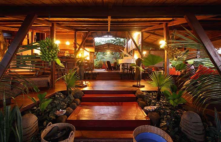 MDGSJSOA_restaurant arthur manga soa lodge sejours madagascar tui
