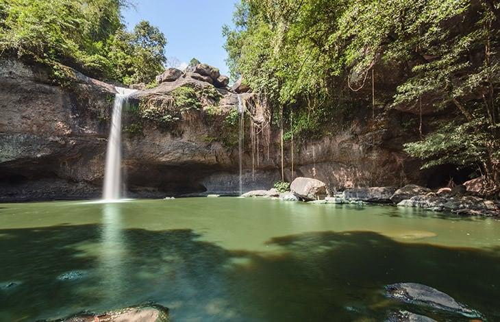 Cascade dans le parc de Khao Ya